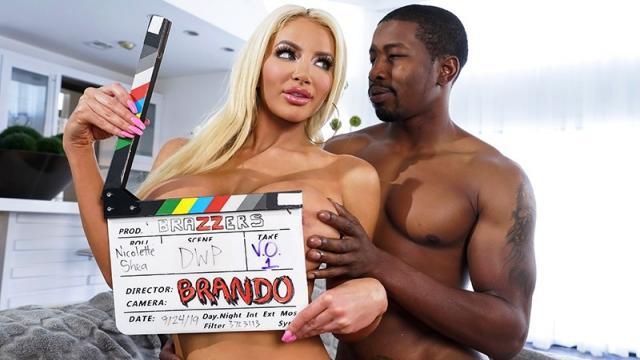 Лысый пикапер в кабинете отымел страстную блондинку