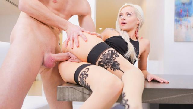 Развел на секс рыжую соседку по дому